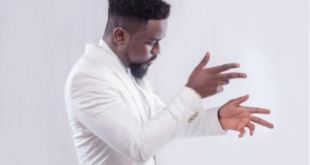 sarkodie on behind the move